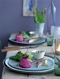 Rote-Bete-Mousse mit Wintersalat und Forelle