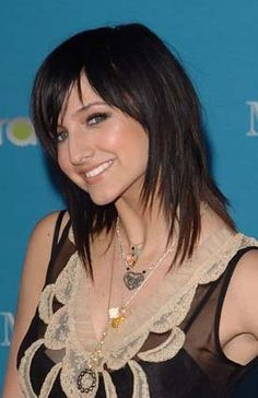 ashlee simpson | Ashlee Simpson gives us a lovely view in 2009 long hairstyle .