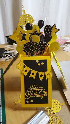 Pop Up Card No. 2 - zum Geburtstag eines lieben Freundes und Verpackung für einen Gutschein. Schwarz-Gelb sind die Farben seines Lieblings-Fußball-Vereins. :D Weißt Du, welcher es ist? ;)