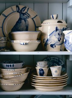 I'm so in love with blue and white dishes that definitely are going to have this set soon!