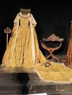 Sorry to those that have pinned this thinking it is the original dress worn by Elizabeth I, it is actually the dress worn by Cate Blanchett in the film Elizabeth and a very beautiful gown based on paintings of the period.