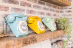 Les vieux téléphones colorés chez My Little Paris