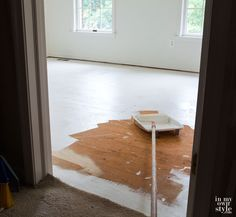 DIT how to painting wood subfloor flywood Paint subfloor? Don't have the money to replace carpet with wood or tile? Do what I did - paint it! If your floor is sound, it can be easily painted beautifully in all one color or in a decorative design Plywood Flooring Diy, Plywood Subfloor, Hardwood Floors, Laminate Flooring, Diy Wooden Projects, Wooden Diy, Home Projects, Arne Jacobsen, Diy On A Budget