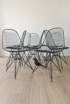 PAIR of Original Eames DKR mesh chairs in Black por TheModernVault