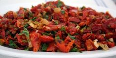 Kuru Domates Salatası Tarifi Turkish Salad, Turkish Recipes, Ethnic Recipes, Vegetable Pasta Salads, Middle Eastern Recipes, Homemade Beauty Products, Ratatouille, Salad Recipes, Salsa
