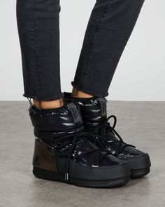 Moon Boots, Winter Sun, Aspen, All Black Sneakers, Uggs, How To Wear, Shoes, Fashion, Moda