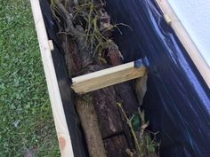 Renforcer la structure du bac potager Potager Palettes, Backyard, Patio, Permaculture, Outdoor Furniture, Outdoor Decor, Ladder Decor, Garden Design, Planters