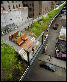NYC. High Line scene. Greeness and quietness in a sad atmosphere...