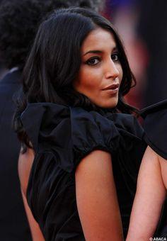 Leila Bekhti charmeuse sur le tapis rouge de La source des femmes, à Cannes en 2011