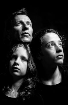 Alles is familie. Studio Family Portraits, Family Portrait Poses, Family Posing, Family Photos, Creative Photography, Family Photography, Portrait Photography, Foto Portrait, Shooting Photo