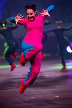 Wenn die Lebensfreude so richtig aus dem Foto springt! Eine wunderbare Vorführung an der Gymnaestrada Premiere in Biel.  #gymnaestrada #gymnaestrada2019 #turnen #gymnastics Concert, Pictures, Joie De Vivre, Gymnastics, Concerts