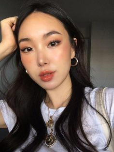 Sommer Make-up / Glühen Make-up, - Makeup Tips Summer Korean Makeup Look, Korean Makeup Tips, Korean Makeup Tutorials, Korean Beauty, Makeup For Asian Eyes, Korean Makeup Tutorial Natural, Asian Eyebrows, Asian Makeup Looks, Makeup Trends
