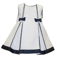 Vestido Nekenia, ropa infantil al mejor precio - Mamyka - Jewelry Design Jewelry design 2020 Jewelry Ideas 2020 Girls Frock Design, Baby Dress Design, Baby Frocks Designs, Kids Frocks Design, Frocks For Girls, Little Girl Dresses, Baby Dress Patterns, Toddler Dress, Kind Mode