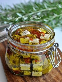 """Pickled feta cheese in olive oil - vegan """"cheese"""" recipes - Salat Cheese Appetizers, Vegan Appetizers, Appetizers For Party, Appetizer Recipes, Vegan Cheese Recipes, Healthy Recipes, Olive Oil Vegan, Olive Oils, Queso"""