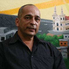 Jaílson de Souza e Silva, fundador da ONG Observatório das Favelas: 'Não precisamos de Unidades de Polícia Pacificadora, mas sim Unidades de Políticas Públicas'.