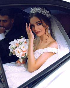 121 princess wedding dresses for fairy tale celebration page 2 Dream Wedding Dresses, Bridal Dresses, Braut Make-up, Wedding Goals, Princess Wedding, Bridal Looks, Bridal Makeup, Wedding Makeup, Beautiful Bride