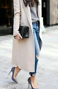 View our simplistic, comfortable & simply cool Casual Fall Outfit inspiring ideas. Get encouraged using these weekend-readycasual looks by pinning your favorite looks. casual fall outfits with jeans Mode Outfits, Casual Outfits, Fashion Outfits, Casual Dressy, Jackets Fashion, Fashionable Outfits, Classic Outfits, Fashion Story, Casual Jeans