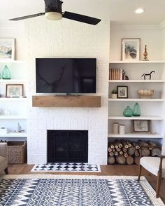 Here are some describe of cold built in shelves living room that decorated at home interior design. This built in shelves living room is actually simple to built and to setup. Home Living Room, Room Design, Simple Fireplace, Interior, Home, Living Room With Fireplace, Fireplace Design, House Interior, Fireplace Shelves