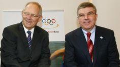 Wolfgang Schäuble (links) macht Druck auf IOC-Vize Thomas Bach: Ringen muss olympisch bleiben.