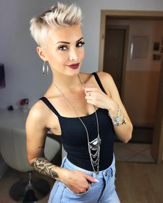 Woman Haircuts with Pony 2019 Modern haircuts for incredibly versatile … - Best New Hair Styles Funky Short Hair, Short Hair Cuts, Short Hair Styles, Short Blonde, Pixie Cuts, Undercut Hairstyles, Pixie Hairstyles, Cool Hairstyles, Woman Hairstyles