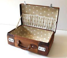 regale vintage koffer als regal ein designerst ck von atelier himmelsbach bei dawanda diy. Black Bedroom Furniture Sets. Home Design Ideas