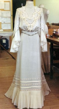 Edwardian (early 1900s) Cotton (or Linen?) Daydress