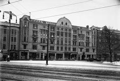 1909 valmistunut Yrjönkatu 8-10 kuvattuna joskus vuosina 1914–1919. Kuva: Eric Sundström. Helsingin kaupunginmuseo
