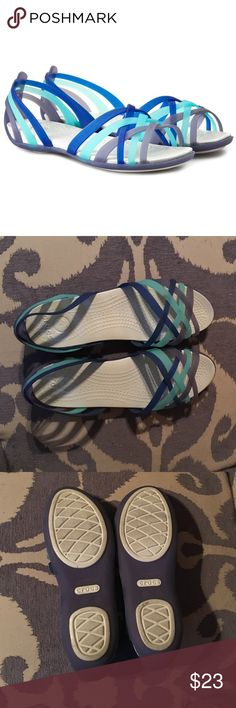 CROCS Huarache Flat Women in Niebieski NWOT Flat Nautical Navy/Aqua Sandaly CROC.  I think I wore them around the house. CROCS Shoes Sandals