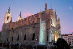 Claustro de San Jerónimo el Real en Madrid. El antiguo monasterio de san Jerónimo el Real, conocido popularmente como «Los Jerónimos», fue uno de los monasterios más importantes de Madrid, regido originariamente por la Orden de San Jerónimo. Junto a él existía el llamado Cuarto Real, luego ampliado como Palacio del Buen Retiro en tiempos de Felipe IV.