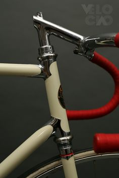 Cinelli Super Corsa Pista, 1960s, painted in classic ivory, with Dugast tubs on Fiamme Pista rims. Restored by Velociao. 5