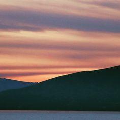 Sunset by G's friend Dusk To Dawn, G Friend, Sunrise, Mountains, Nature, Travel, Naturaleza, Viajes, Destinations