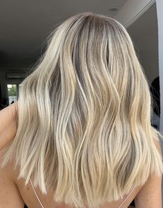 beautiful balayage and ombre hairstyles for schöne Balayage und Ombre Frisuren für 2020 beautiful balayage and ombre hairstyles for 2020 - Warm Blonde Hair, Blonde Hair Looks, Honey Blonde Hair, Blonde Hair With Highlights, Blonde Balayage, Cream Blonde Hair, Bleach Blonde, Dye My Hair, Grunge Hair