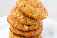 Dr. Oz approved Spiced Pumpkin Raisin Cookies [make it even healthier by substituting a nut flour and coconut oil for the veggie oil] #fall #healthy