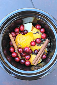 Natural Holiday Room Scents Made In The Crockpot by @PrimallyInspired #paleo