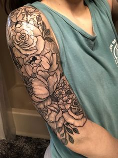 Love the size and coloring – tattoos for women half sleeve Tattoos For Women Half Sleeve, Shoulder Tattoos For Women, Arm Sleeve Tattoos, Up Tattoos, Tattoo Sleeve Designs, Body Art Tattoos, Tattoos For Guys, Cool Tattoos, Half Sleeve Flower Tattoo