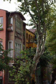 Is a neighborhood lined with antique wooden houses on the Asian side of the Bosphorus. Beautiful Streets, Beautiful Homes, Beautiful Places, Places To Travel, Places To See, Turkish Architecture, Capadocia, Old Houses, Wooden Houses