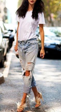 Simple via The Sartorialist The Sartorialist, Denim Fashion, Look Fashion, Grunge Fashion, Curvy Fashion, Fall Fashion, Steampunk Lolita, Boyfriend Jeans, Looks Style