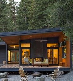 This midcentury modern-inspired cabin offers a cozy getawayYou can find Modern cabins and more on our website.This midcentury modern-inspired cabin offers a cozy getaway Small Modern Cabin, Modern Cabin Interior, Contemporary Cabin, Modern Cabins, Modern Cabin Decor, Midcentury Modern House Plans, Small Modern Houses, Modern Lake House, Interior Design