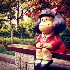 Estatua de Mafalda en el Parque San Francisco - Oviedo - Spain Cartoon Wall, Funny Slogans, Crazy Horse, Practical Gifts, Sports Equipment, Cool Gadgets, How To Look Pretty, Four Square, Garden Sculpture