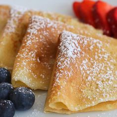 Easy Crepe Recipe - My family absolutely loves this Easy Crepe Recipe and yours will, too! Simply made with flour, eggs - Healthy Crepe Recipes, Healthy Crepes, Savory Crepes, Dinner Healthy, Healthy Food, Crapes Recipe, Sweet Crepes Recipe, French Crepes Recipe Easy, Easy Crepe Recipe