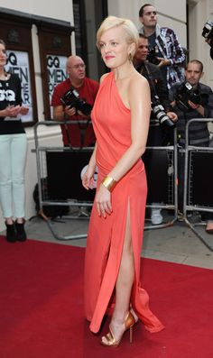 Elisabeth Moss in Tangerine Dreams - Mad Men actress Elisabeth Moss wore a Grecian-inspired gown in a softened tangerine hue that exuded modern elegance. Coral Pink, Red And Pink, Elizabeth Moss, Miss Moss, Gq Men, Different Dresses, Orange Dress, Peggy Olson, Blonde Hair