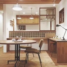 10 Kitchen Layout Mistakes And 30 Open Concept Kitchens (Pictures of Designs & Layouts) - Di Home Design Cafe Interior, Interior Design Kitchen, Room Interior, Interior Decorating, Muji Home, Sweet Home, Kitchen Dinning, Japanese Interior, Home And Deco