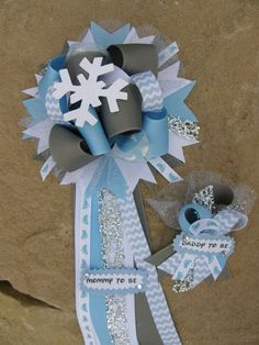 There is nothing perfect than to celebrating your baby shower ideas. If you are creating winter baby shower ideas, it must be perfect for you to apply. Most people have a specific concept to apply for their baby shower celebration. Baby Shower Treats, Baby Shower Table, Baby Shower Favors, Baby Shower Parties, Baby Boy Shower, Baby Shower Invitations, Baby Shower Gifts, Baby Shower Winter, Baby Winter
