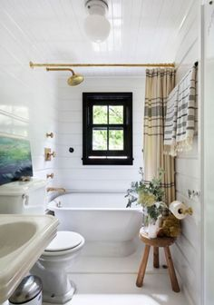 love the striped towels and shower curtain in this bathroom.