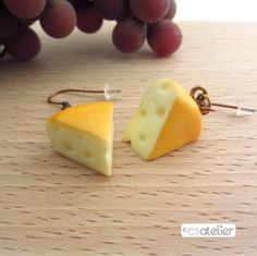 Boucles d'oreilles Emmental en pâte polymère Fimo - Polymer clay cheese earrings - Bijoux gourmands - Miniature food jewelry