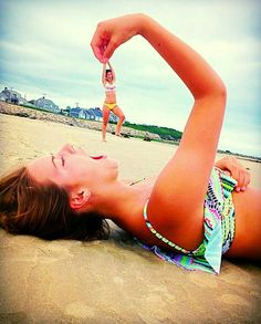 How to Take Good Beach Photos Funny Beach Pictures, Cute Friend Pictures, Bff Pics, Best Friend Photography, Creative Photography, Illusion Fotografie, Best Friend Fotos, Illusion Photos, Illusion Photography