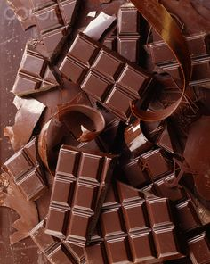 Brown | Buraun | Braun | Marrone | Brun | Marrón | Bruin | ブラウン | Colour | Texture | Pattern | Style | Broken chocolate bars