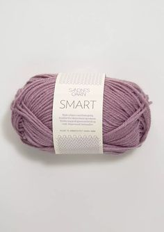 SMART contains wool. Super wash- treated so that it machine washable and suitable for active children and adults. Baby Knitting Patterns, Little Miss, Little People, Activities For Kids, Barn, Wool, How To Make, Patron Robe, Tricot