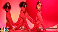 "Solange: ""Rise""/""Weary"" Medley - YouTube"
