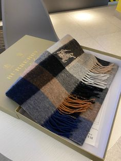 Burberry Clothing, Burberry Outfit, Man Scarf, Cashmere, Scarves, Woman, Fashion, Scarfs, Moda